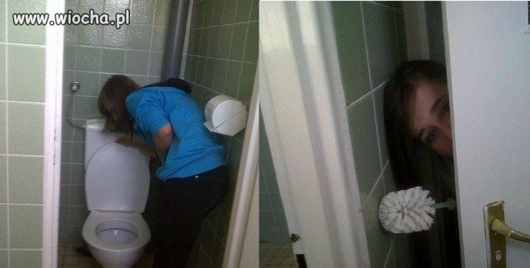 Sesje w toalecie szkolnej