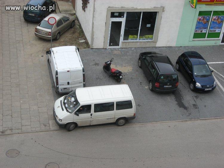 Skuterowy mistrz parkowania