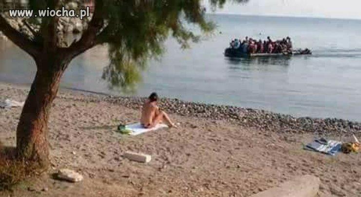 Leżysz sobie na plaży, słońce praży...