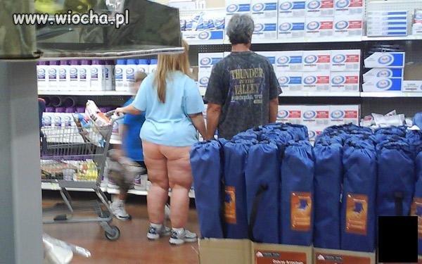Ta pani chyba nie wie że wyszła z domu bez spodni,