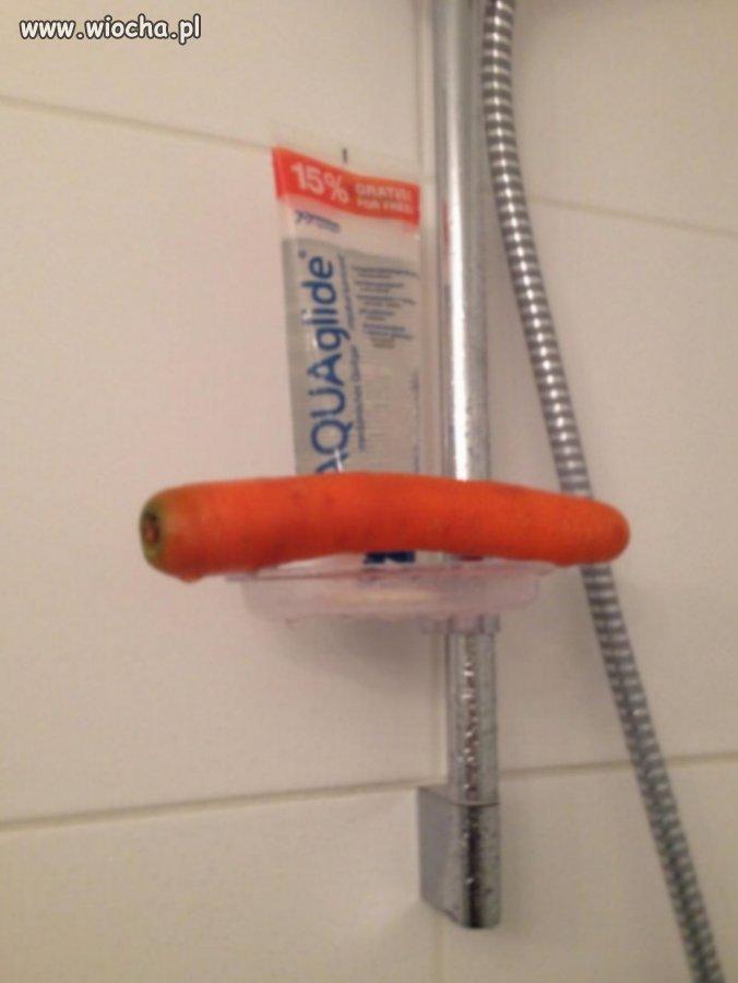 Współlokatorka brała prysznic