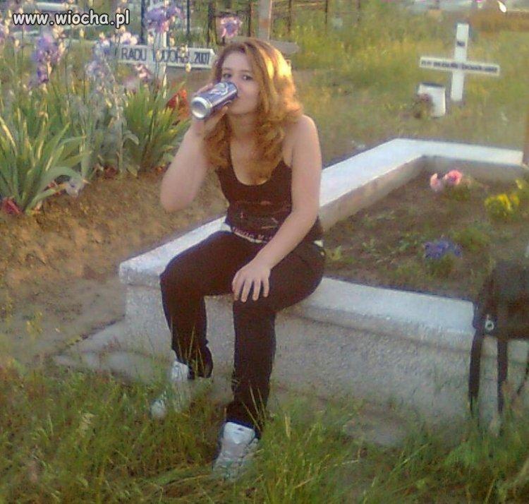 Takie tam z browarem na cmentarzu...