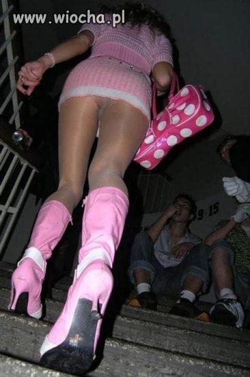 Dziunia na schodach