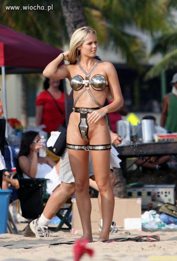 Cyber bikini na plaży