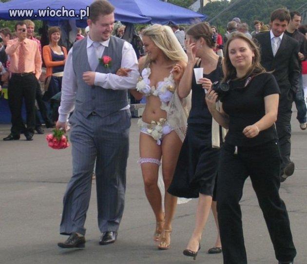 Ciekawa suknia ślubna