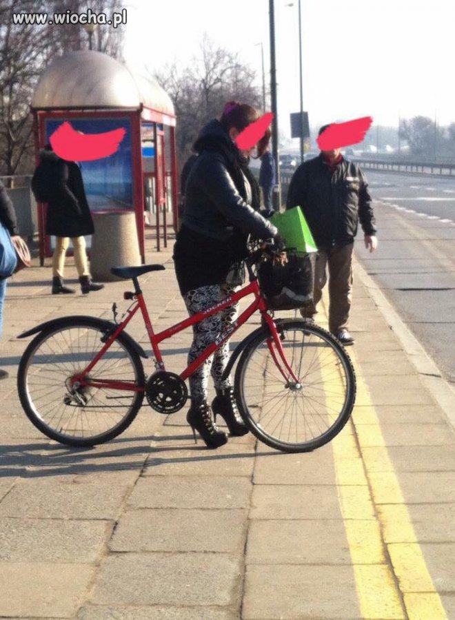 Albo rowerem, albo autobusem!