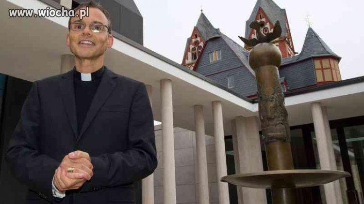 Skromna chałupa biskupa.