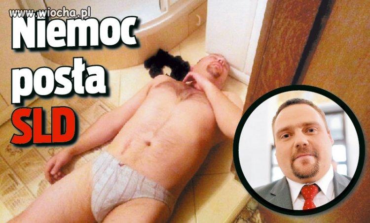 """Poseł Kępiński """"tamuje krwotok z nosa""""."""