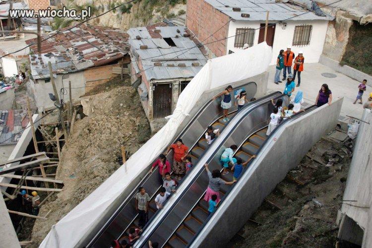 Ruchome schody w slumsach Medellin-Kolumbia