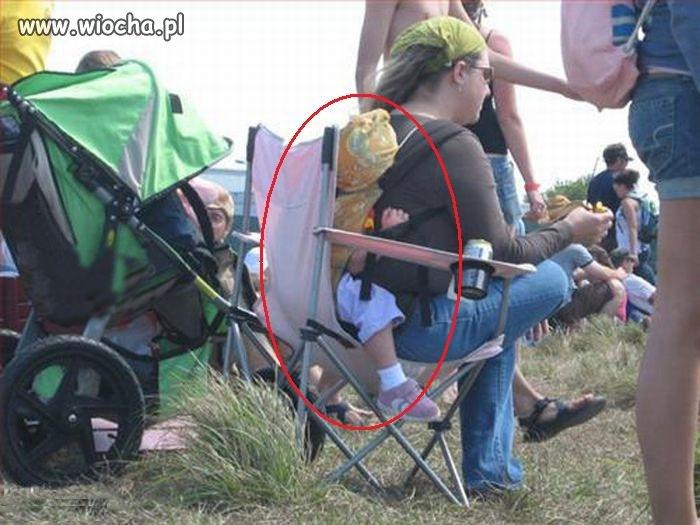 Po prostu nogi rozbolały i musiała usiąść.