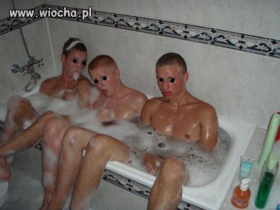 3 guys 1 bath