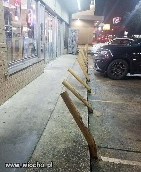 Parking przed całodobowym w USA