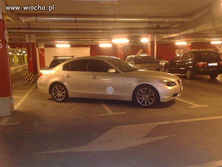 Mam nowe BMW- mogę zajmować trzy miejsca