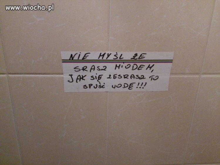 W pewnej toalecie...