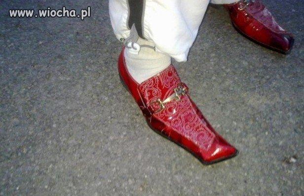 Dres + czerwone kozakckie lakierki =