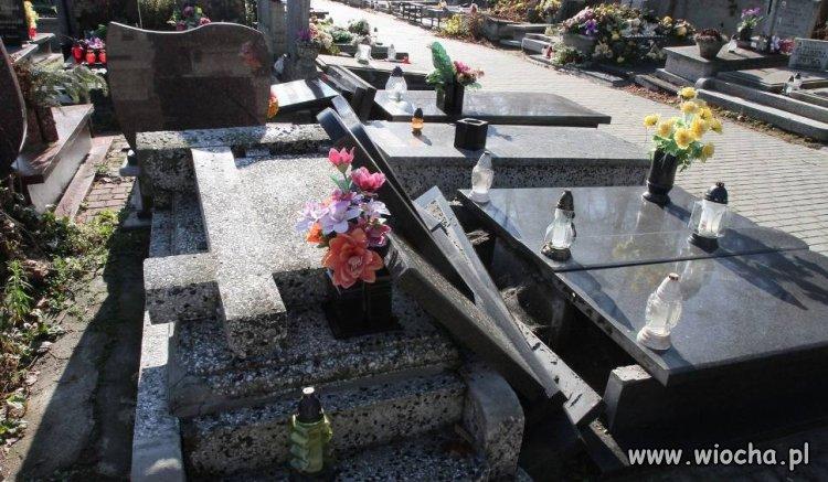 Zdewastowali ponad 350 grobów.