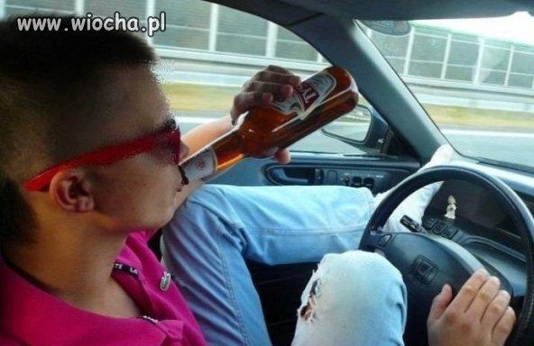 Lans na piwo podczas kierowania