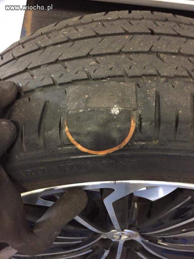 Przyjeżdża klient i mówi, że sam naprawił oponę