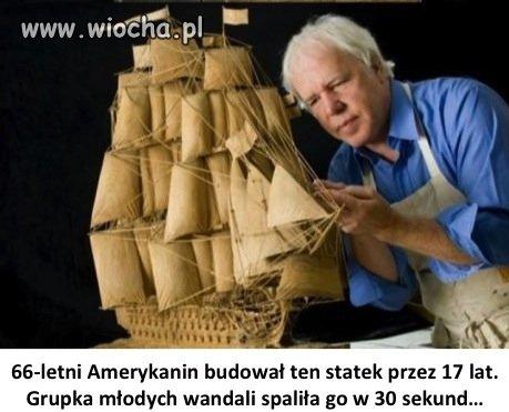 Statek z jednego kawałka drewna