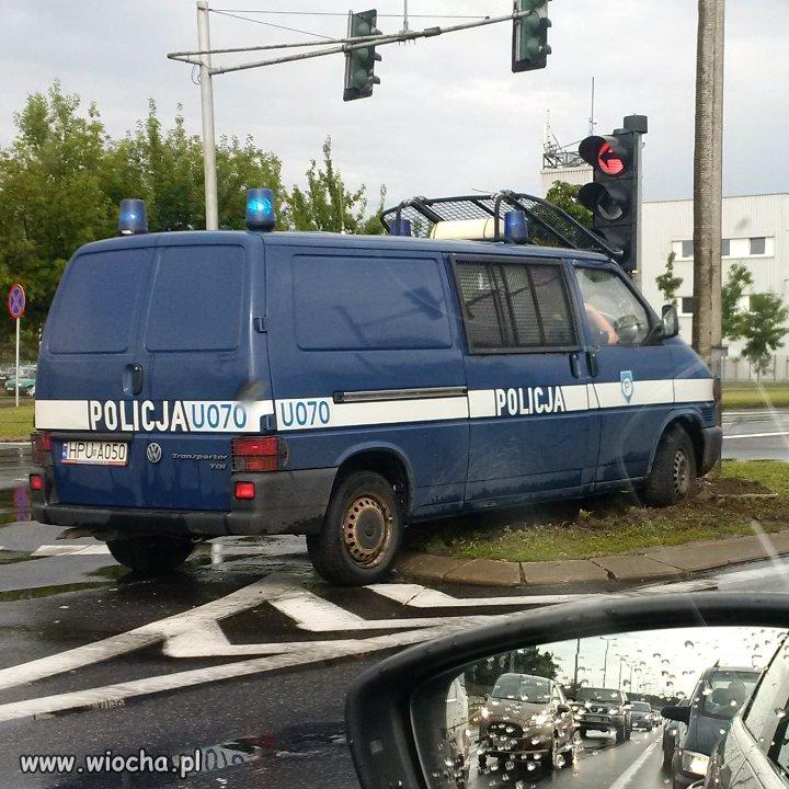 Policja uczy: jedź bezpiecznie