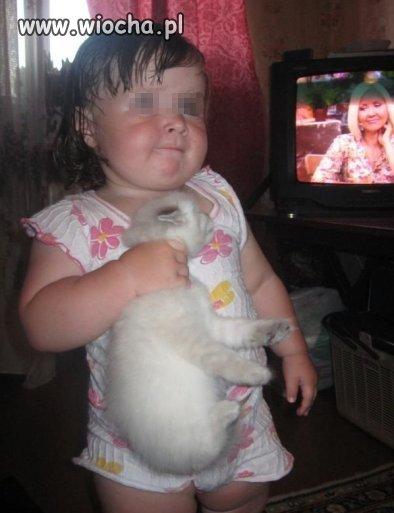 Mała miłośniczka kotów