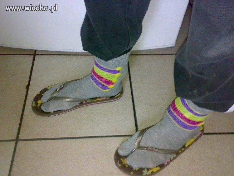 Skarpety i sandały to przeżytek...