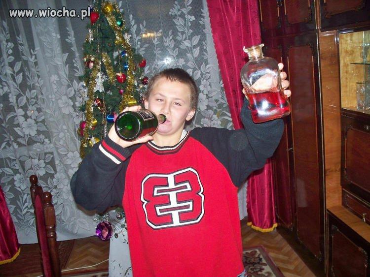 Tak dziecko bawi się w święta