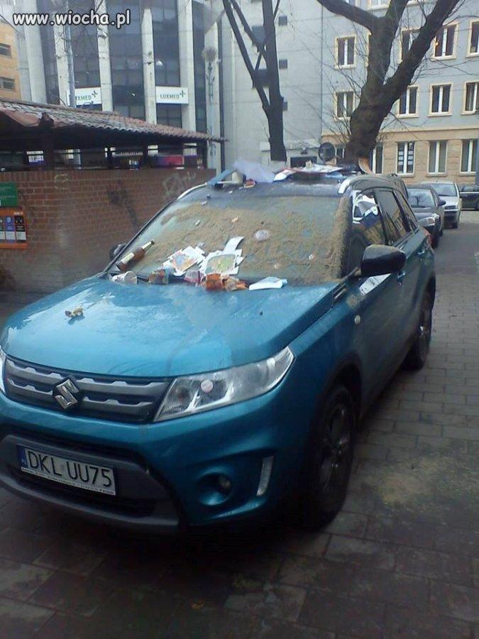 Pojazd od Paru dni Blokuje wyjazd
