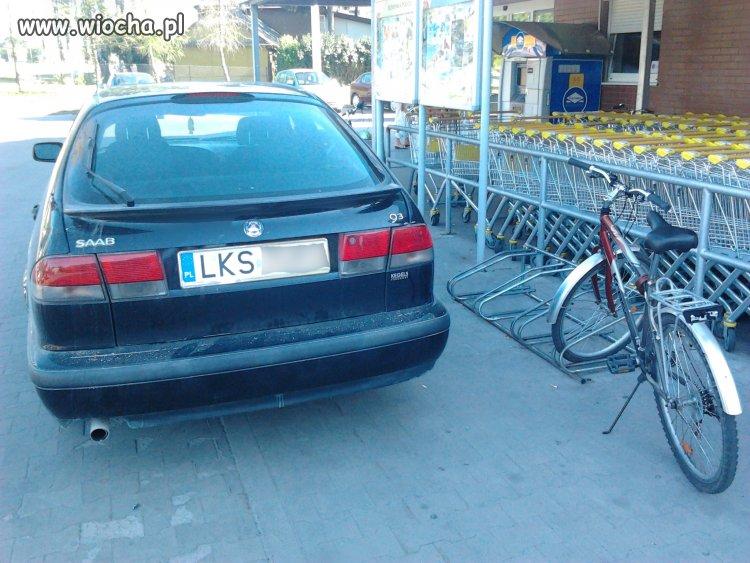Coś zaparkowało przy Biedronce w Krasnymstawie...