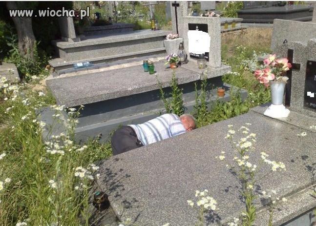 Nawalić się i usnąć na cmentarzu.