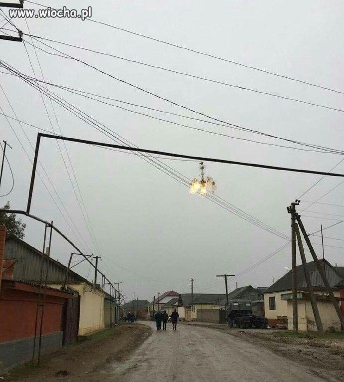 Rosja-u nich ulice oświetla się żyrandolami
