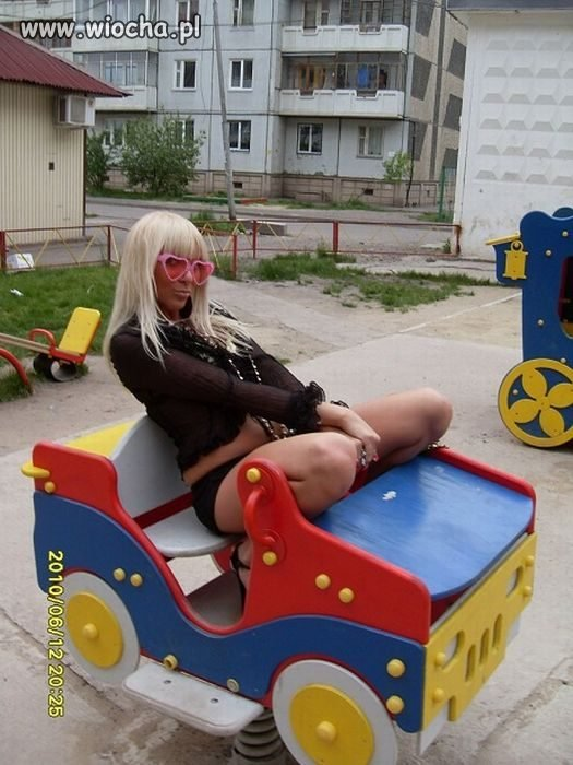 Blondi jedzie kabrio...