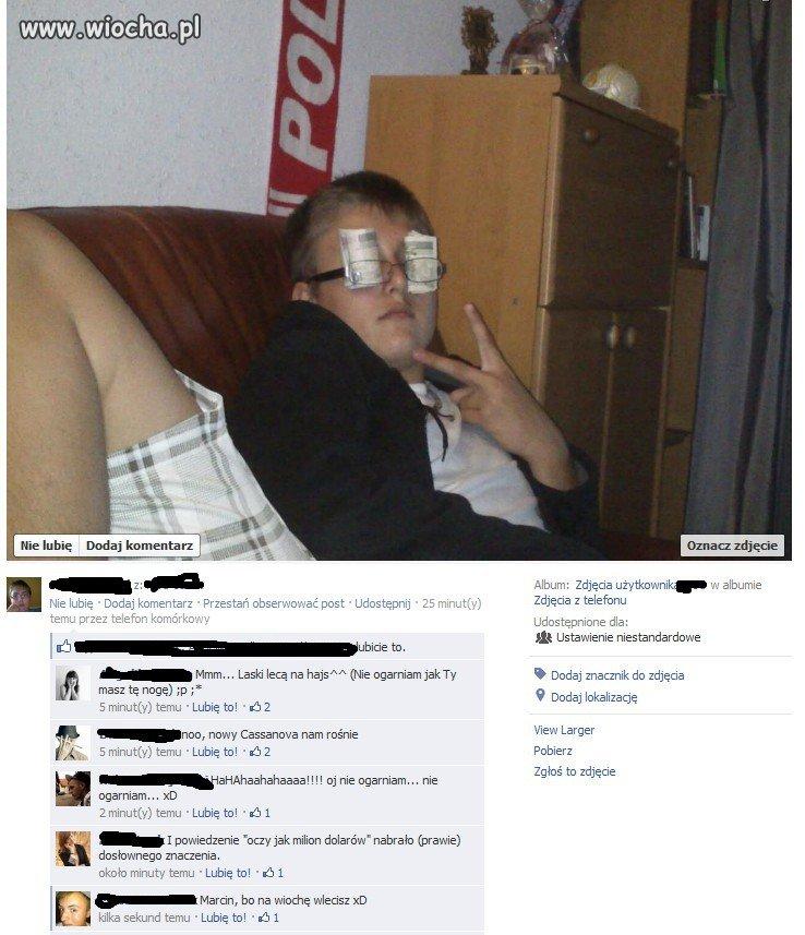 Sexy poza, kasa przed oczami...
