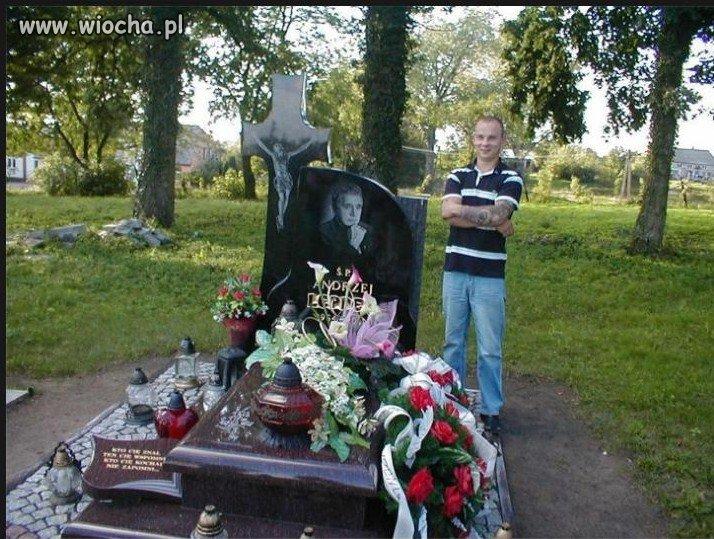 Słit focia przy grobie A. Leppera