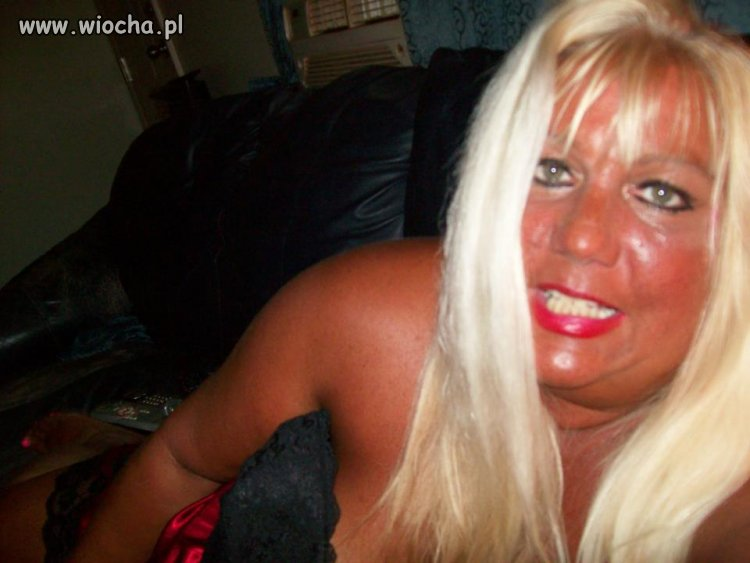 Lekko się zjarała blondyna