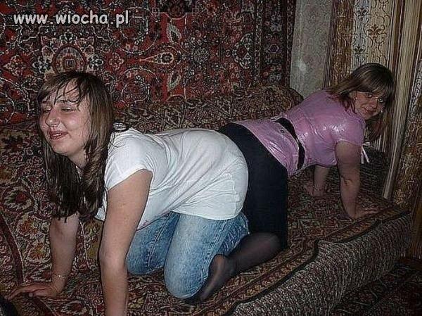 Hmm... dywany na ścianach, na łóżku, na podłodze??