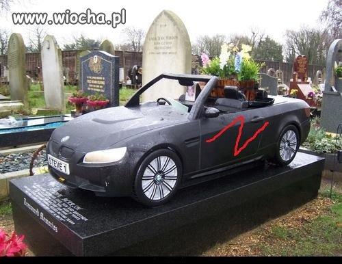 Ciekawe czyj grób ?