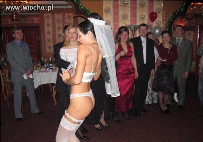 Panna Młoda szaleje na swoim weselu
