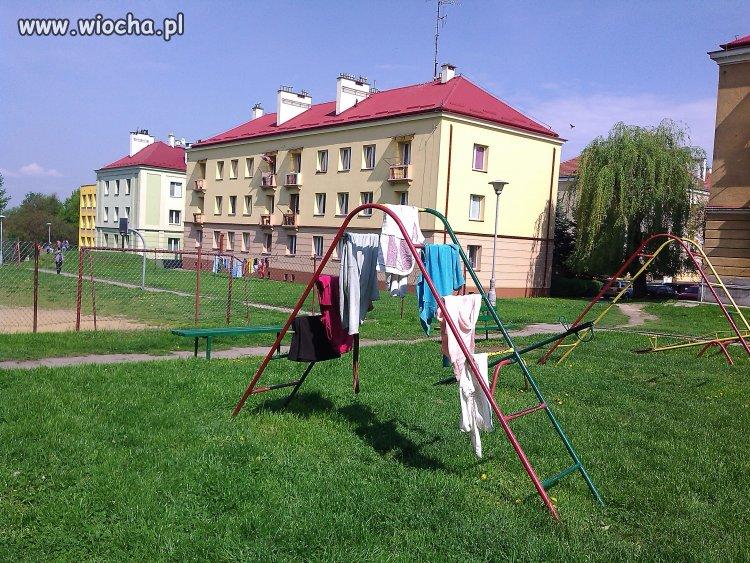 Na placu zabaw z dzieckiem