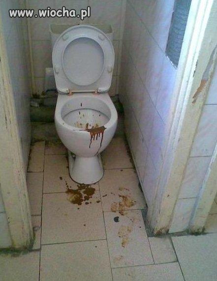 Szkolna toaleta.