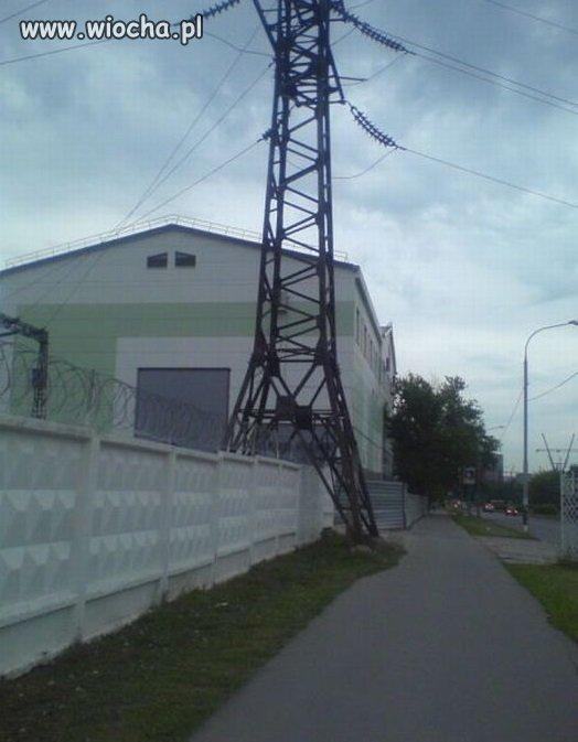 Betonowy płot,drut kolczasty i nikt nie wejdzie