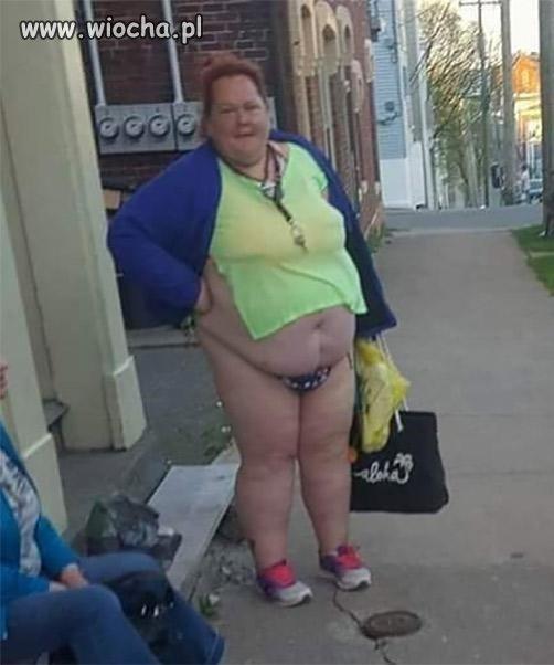 Weszła w bluzkę ze szkoły