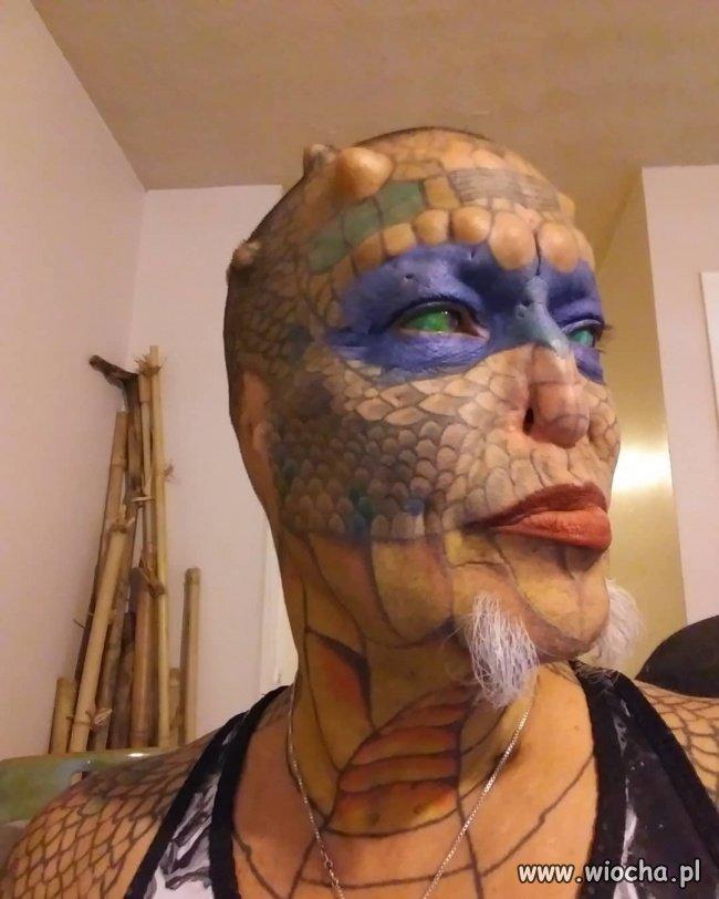 Dragon Lady-chce upodobnić się do gada