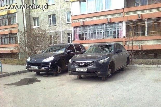 I zostaw tu auto na parkingu ...