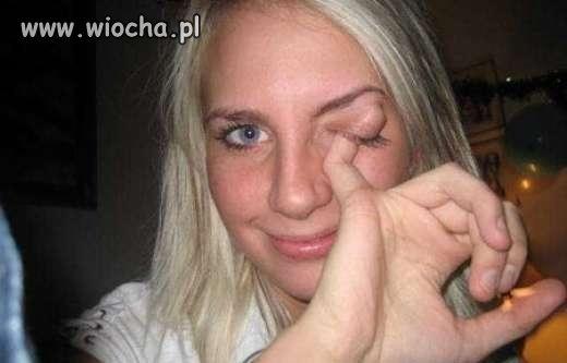 Oko ją swędziało to się podrapała