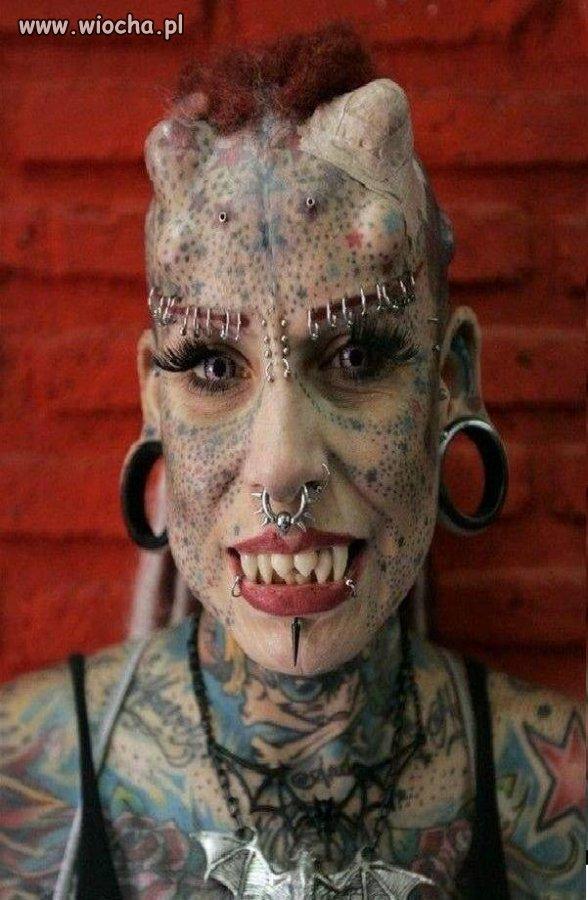 Vampirzyca czy debilka ?