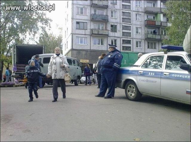 Wysportowany policjant