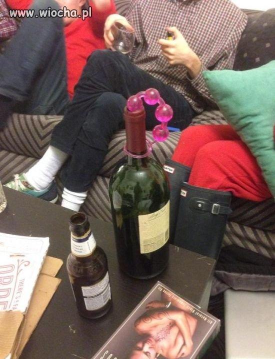 Znaleźli sposób na zamknięcie wina.