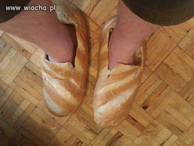 Wieje sandałem