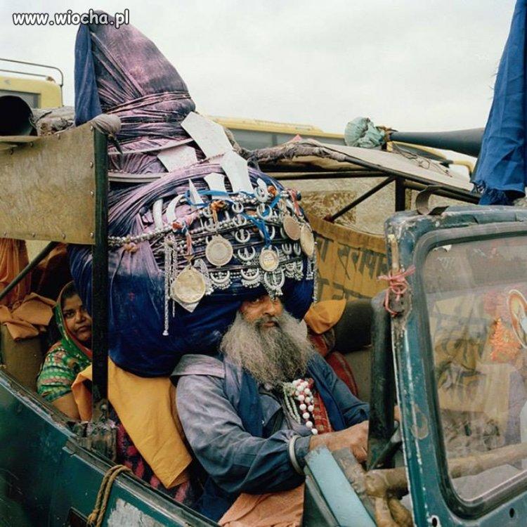 Z namiotem na głowie